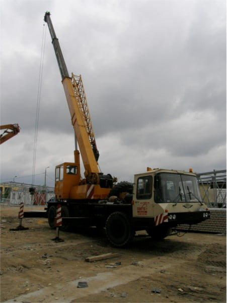 Bumar Fablok T 254 - realizacja zlecenia przy montażu konstrukcji stalowej.