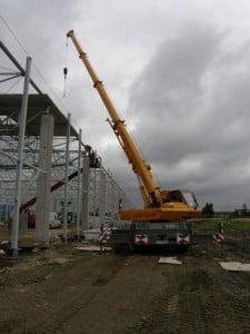 KRUPP KMK 2020 - podczas montażu konstrukcji stalowej z zewnątrz.