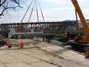 Pierwszy fragment mostu już prawie na miejscu