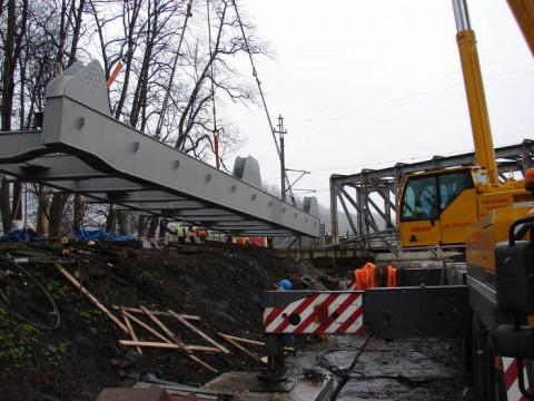 Rozpoczynamy montaż konstrukcji mostu