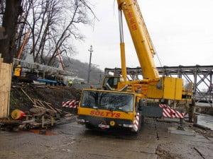 Praca nad mostem w toku