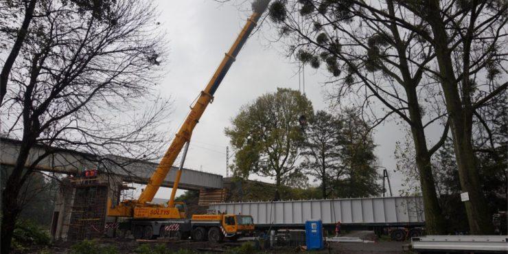Montaż mostu w Warszowicach.