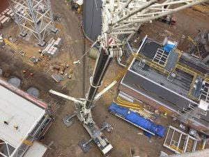 Dźwig 350 ton podczas prac na terenie budowy w jaworznie.