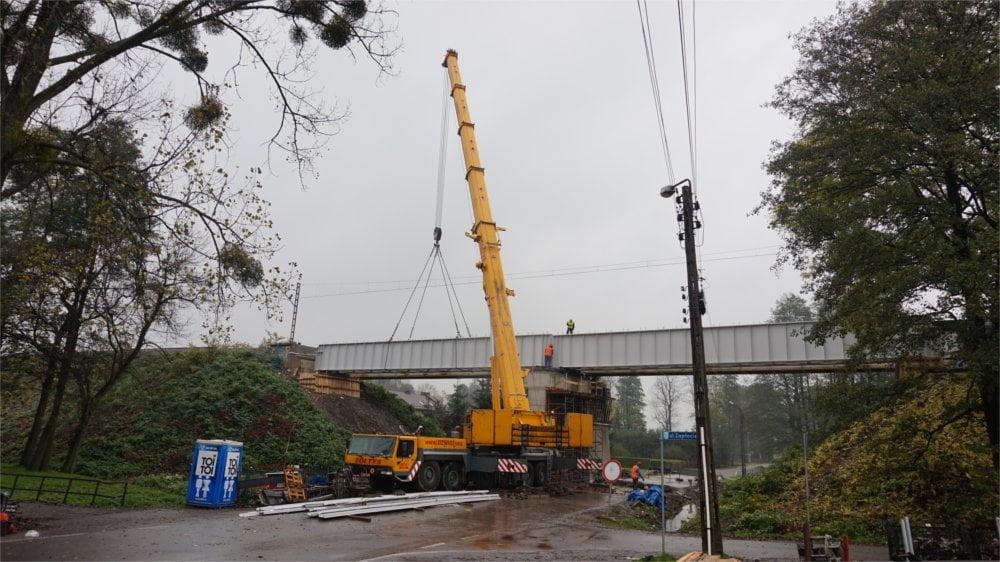 Tym razem nasz dźwig został wynajęty do montażu mostu kolejowego.