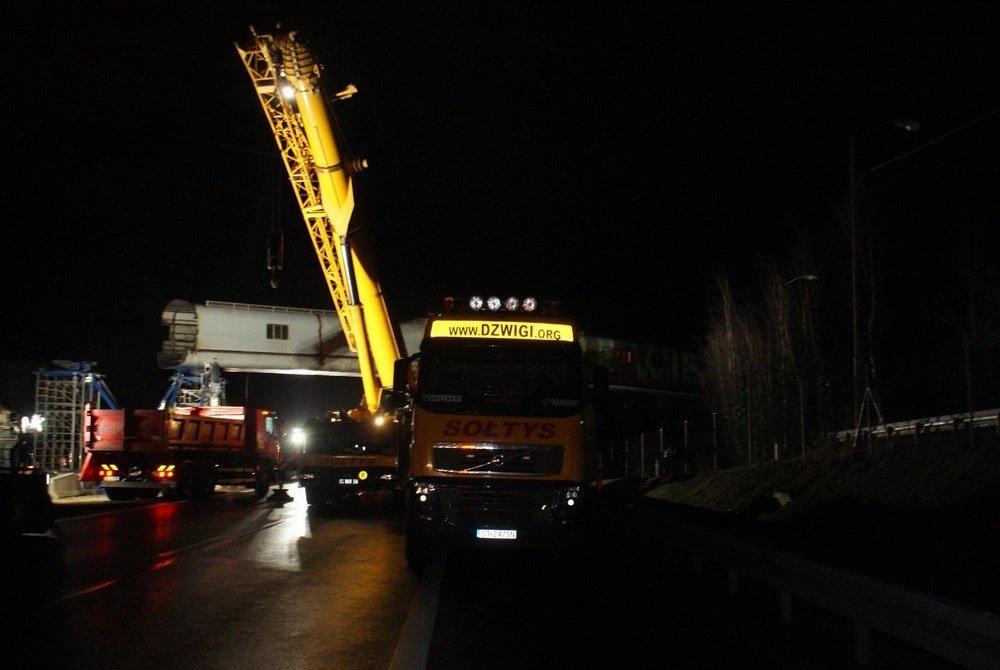 Ze względu na ruch samochodowy - pracowaliśmy w nocy.