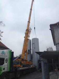 Usługi dźwigowe Racibórz - montaż zbiorników