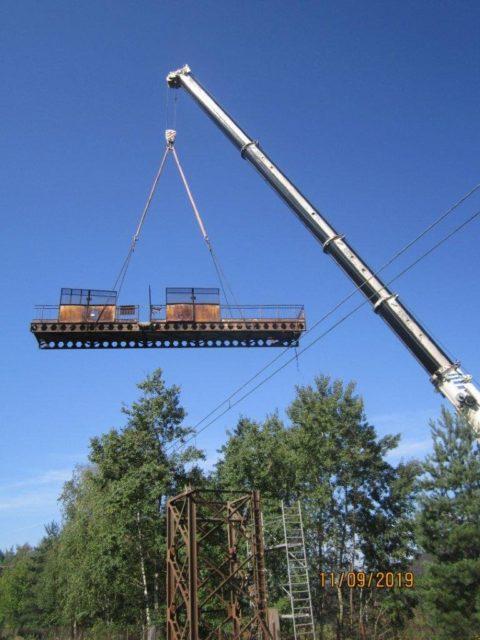 Wynajem dźwigów do realizacji demontażu kładki nad koleją KWK Suszec.