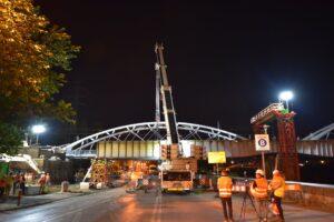 Dźwigi Sołtys wynajęte w Krakowie do demontażu i pracy przy mostach kolejowych. Lipiec sierpień 2020