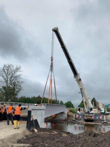 Usługa montażu mostu na terenie Lubaczowa zrealizowana przez dźwigi firmy Sołtys sp.z o. o.