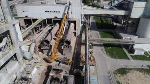 Rozbiórka cementowni w Rudnikach we współpracy z firmą Mega-Pol. Wynajem dźwigów do podnoszeń we współpracy z innymi pojazdami.