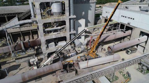Rozbiórka cementowni w Rudnikach we współpracy z firmą Mega-Pol. Wynajem dźwigów do współpracy przy podnoszeniu.