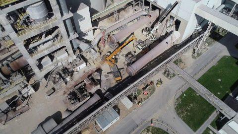 Wynajem ciężkich dźwigów w Rudnikach. Rozbiórka cementowni w Rudnikach we współpracy z firmą Mega-Pol.