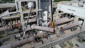 Montaże i demontaże przy użyciu dźwigów na wynajem w mieście Rudniki. Rozbiórka cementowni w Rudnikach we współpracy z firmą Mega-Pol