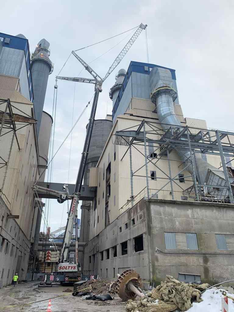 Dźwigi Glwice - prace na terenie specjalnej strefy przemysłowej w gliwicach
