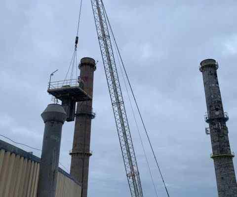 Wynajem dźwigów na terenie cementowni Lafarge w Magłoszczy.